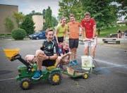 Mitglieder des TV Berg geben vollen Einsatz am Plauschwettkampf zum 40-Jahr-Jubiläum. (Bild: Ralph Ribi)