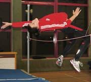 Dominique Good trainiert ihre Hochsprung-Technik: Konzentriert reiht sie Sprung an Sprung, an Sprung … (Bild: Reto Wälter)