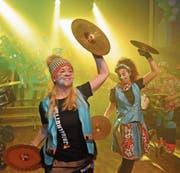 Die Herisauer Ziegelhöttler eröffneten am Freitagabend mit einer Show-Gruppe die Mogelberger Guggengaudi. (Bild: Michael Hug)