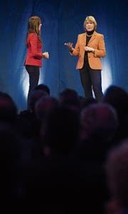 Multi-Verwaltungsrätin Barbara Kux (rechts) mit Moderatorin Susanne Wille Fischlin am Rheintaler Wirtschaftsforum. (Bild: Benjamin Manser)