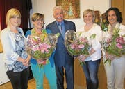 Verwaltungsratspräsident Leo Senn mit Olivia Germann, Susy Rüegg, Andrea Fuchs und Regula Franck (von links). (Bild: Bea Näf)