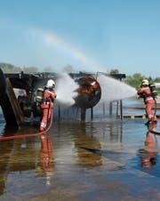 Bei einem Ereignis mit einem Flugzeug ist die Zeit sehr wichtig. Darum üben die Feuerwehrleute den Einsatz immer wieder. (Bild: PD)