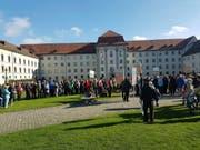 Über 200 Personen fanden sich zum Flashmob in St.Gallen ein. (Bild: Screenshot Facebook)