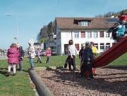 Ob hier im Lütisburger Oberdorf noch lange Kindergärtler spielen, ist je länger, desto fraglicher. (Bild: PD)