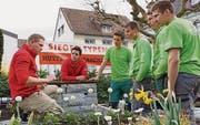 Die Sieger Thomas Signer und Roman Schweizer sowie Cyrill Stöckl und Roman Schoch (in grünen Shirts, v. l.) im Gespräch mit Experten. (Bild: pd)