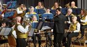 Auf Weltreise mit dem Musikverein Degersheim: Unter der Leitung von Robert Buza wurde am Samstagabend konzertiert. (Bild: Christoph Heer)