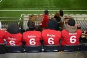 Zur Unterstützung der Mannschaft hatten sich die Fans mit roten T-Shirts eingekleidet. (Bild: Beat Lanzendorfer)