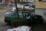 Das Auto knallte ungebremst in die Hauswand. (Bild: Stapo SG)