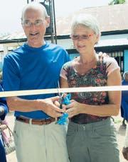 Peter und Rita Caluori weihen das neue Ausbildungszentrum in Gwagwalada ein. (Bild: pd)