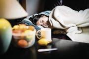 Viel Schlaf und viel Flüssigkeit sind immer noch die besten Heilmittel gegen die Grippe. (Bild: Getty)