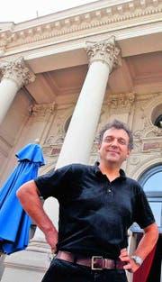 Andreas Homoki vor «seinem» neuen Haus. (Bild: Eddy Risch)