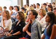 Unternehmerinnen unter sich (vorne v. l.) Andrea Cristuzzi, Camilla Fischbacher, Nina Burri und Stephanie Märklin. (Bild: Silvana Russi)