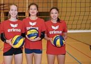 Jasmine Fiechter, Jasmin Kuch und Annouk Erni sind aktuell die drei grössten Talente, die bei Volley Toggenburg eine gute Ausbildung geniessen (von links). (Bild: Beat Lanzendorfer)