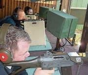 Die Feldschützengesellschaft startete traditionell mit dem Eröffnungsschiessen. (Bild: pd)
