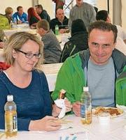 Ein Schwingfest macht hungrig: Edith und Thomas Speck.