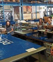 Ein Besuch in der Produktionshalle der Freitag-Taschen wurde auf dem Ausflug der Ganterschwiler Frauen als Höhepunkt gewertet. (Bild: PD)