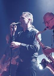 «Yet another floyd»-Bandleader Reinhard Petershofer mit Saxofonist Manfred Hanglert auf der «Metropol»-Bühne in Widnau. (Bilder: Ulrike Huber)