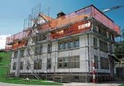 Das ehemalige Waisenhaus wird erneuert. (Bild: Peter Eggenberger)