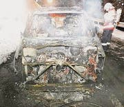 Das ausgebrannte Auto. (Bild: Kapo SG)