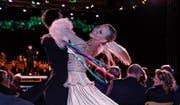 Besonders schwungvolle Akzente: Schweizer Meisterin Yulia Dreier mit Partner Vova. (Bild: Peter Küpfer)
