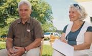 Viele Emotionen: HPS-Schulleiter Jack Jud – mit seiner Frau Cécile – am Abschiedsfest auf dem Pfadiheimareal. (Bilder: Andrea Häusler)