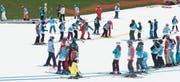 85 Schulkinder aus Bazenheid genossen es am Donnerstag, auf den Pisten der Ebenalp Ski und Snowboard zu fahren. (Bild: PD)