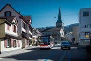 Busse sollen auch künftig ohne Fahrleitungen durch St. Georgen fahren – aber elektrisch. (Bild: Benjamin Manser)