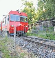 Der Weg über das Gleis zur Schlosserstrasse ist gesperrt. (Bild: Olivia Hug)