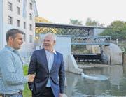 Mario Conrad (links) und Herbert Bettray haben gut lachen: Das neue Kleinwasserkraftwerk ist das modernste im Kanton St. Gallen. (Bild: Hansruedi Kugler)