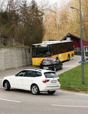 Auf der Spiseggstrasse sollen ab Ende 2018 Postautos im Halbstundentakt verkehren. (Bild: Daniel Dorrer)