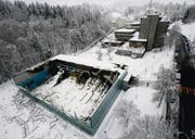 Für die Dreifachturnhalle im Riethüsli, die 2009 eingestürzt ist, wird kein Provisorium gebaut. (Archivbild: Hanspeter Schiess)