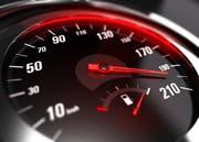 Tempoexzesse bleiben Tempoexzesse - auch wenn sie nur wenige Sekunden lang dauern. Das hat ein Gericht festgestellt. (Bild: Archiv/Olivier Le Moal (Symbolbild))