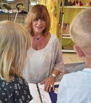Märlistunde mit Rose Rengel: Mädchen und Buben ab vier Jahren können jeweils mittwochs ins Märli-Paradies kommen, um spannenden Geschichten zu lauschen. (Bilder: Anina Rütsche)
