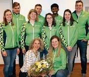 Der neue Vorstand des STV Au mit dem neuen Ehrenmitglied Regula Zoller (ohne Trainer). (Bild: pd)
