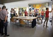 Gemeinderätin Jolanda Brändle hält die Meinungen fest, die beim Workshop zum Thema «Arztpraxis Mosnang ja/nein» geäussert wurden.