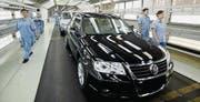 Blick in die Montage von Volkswagen in Shanghai. (Bild: Quilai Shen/EPA)
