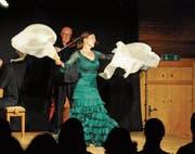 Feurige Tänze, heisse Atmosphäre: Bettina Castaño tanzte in der Hitze der Nacht. (Bild: Michael Hug)