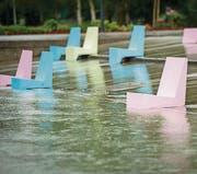 Die Betonsitze im Kreuzlinger Hafen stehen bereits im Wasser. (Bild: Reto Martin)