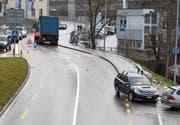Die Strasse musste wegen des Unfalls gesperrt werden. (Bild: Kapo AR)