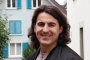 Mergim Ahmeti ist Spezialist Einkauf. Er besucht die Fachhochschule, um diplomierter Betriebswirtschafter zu werden. (Bild: Gert Bruderer)