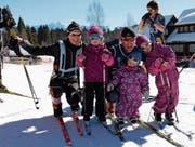 Der Gewinner Thomas Diezig mit seiner Frau Ines und den drei Kindern. (Bilder: Christiana Sutter)