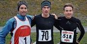 Die Läufer auf den Podestplätzen: (v. l.) Mathias Nüesch (3.), Stefan Schmauder (1.), Leon Pauger (2.) (Bild: j)