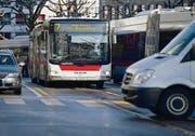 Die Stadt St. Gallen hat zwar das dichteste ÖV-Netz, aber auch das dichteste Strassennetz. (Bild: Coralie Wenger)