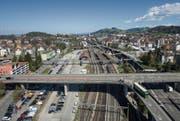 Bahnhof und die Autobahn in St. Fiden überdachen: Das fordern Wirtschaftsvertreter im Rahmen der Testplanung. (Bild: Ralph Ribi)