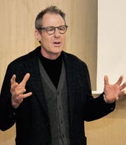 Felix Baumgartner von der Fachstelle Integration der Region Wil machte deutlich, dass Zuschreibungen zu Personen nicht wertneutral, sondern stets mit Gefühlen verbunden sind. (Bild: Christof Lampart)