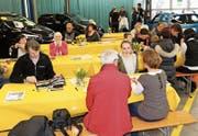Trotz der Konkurrenz aus Genf zieht die 24. Autoshow Rheintal die Bevölkerung in ihren Bann. (Bild: Benjamin Schmid)