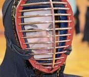 Der Augenkontakt durch die Maske ermöglicht eine psychologische Kampfführung. (Bild: Urs Huwyler)