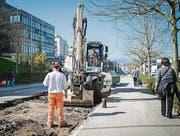 Der Schaden am Strassenbelag nach dem Rohrbruch ist beträchtlich. (Bild: Benjamin Manser)
