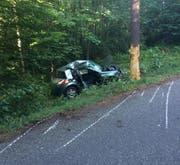Die Lenkerin wurde schwer verletzt, der Beifahrer starb.