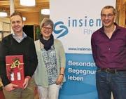 Adrian Sonderer (links) wurde zum Kassier des Vereins Insieme Rheintal gewählt. Er löst Marie-Theres Stieger ab, der von Präsident Peter Züst (rechts) gedankt wurde. (Bild: Ulrike Huber)